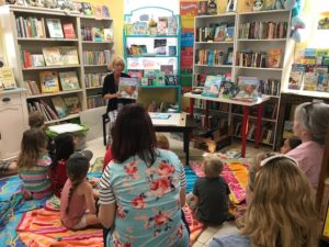 Dianne Ochiltree reading to kids, Copperfish Books